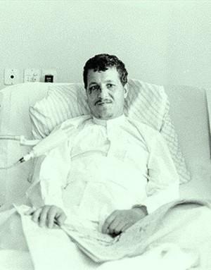 عکسی از آیت الله هاشمی رفسنجانی بعد از ترور شدن /روزی که عفت مرعشی سپر جان آیت الله در مقابل منافقین شد.